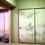 Fusuma-Schiebetüren, Fusumapapier mit Bambusmuster in einem japanischen Zimmer