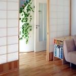 Shoji-Trennwand aus Kiefer mit Füllung in Berliner Altbauwohnung