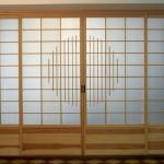 Shoji-Schiebewand Kiefer mit Kreis-Ornament und Massivholz-Füllung