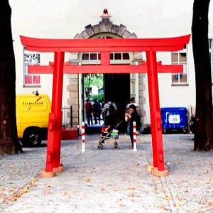 torii shinto tor im japanischen garten takumi japanische raumgestaltung. Black Bedroom Furniture Sets. Home Design Ideas